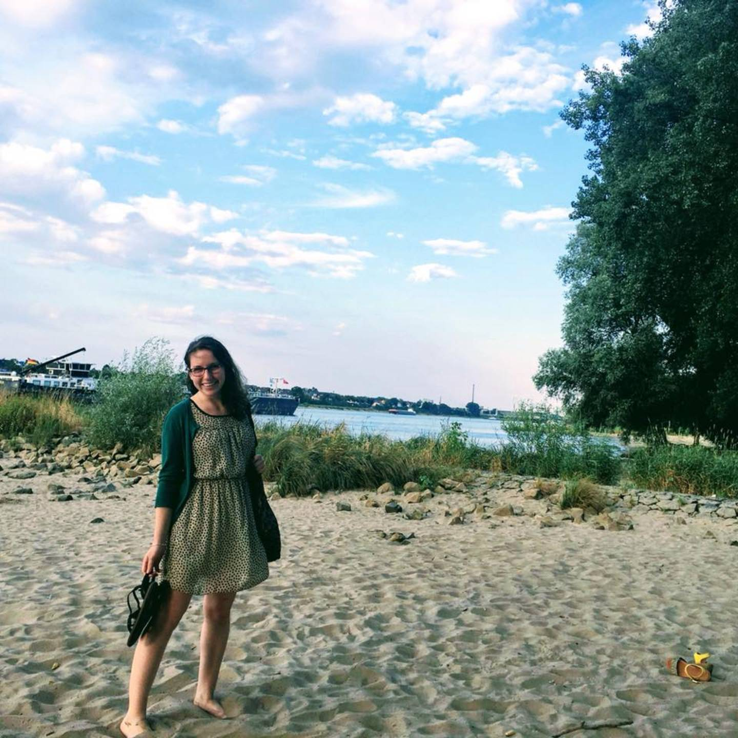 Jessica Newman at the beach of the river rhine