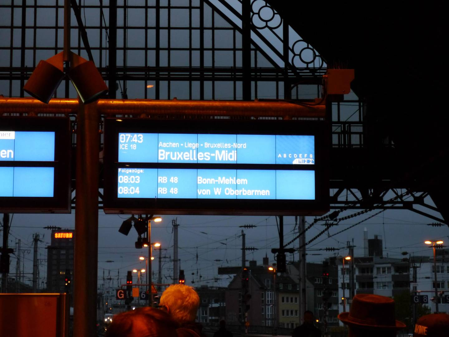 Display of the train to Brussels at the main station of Cologne.