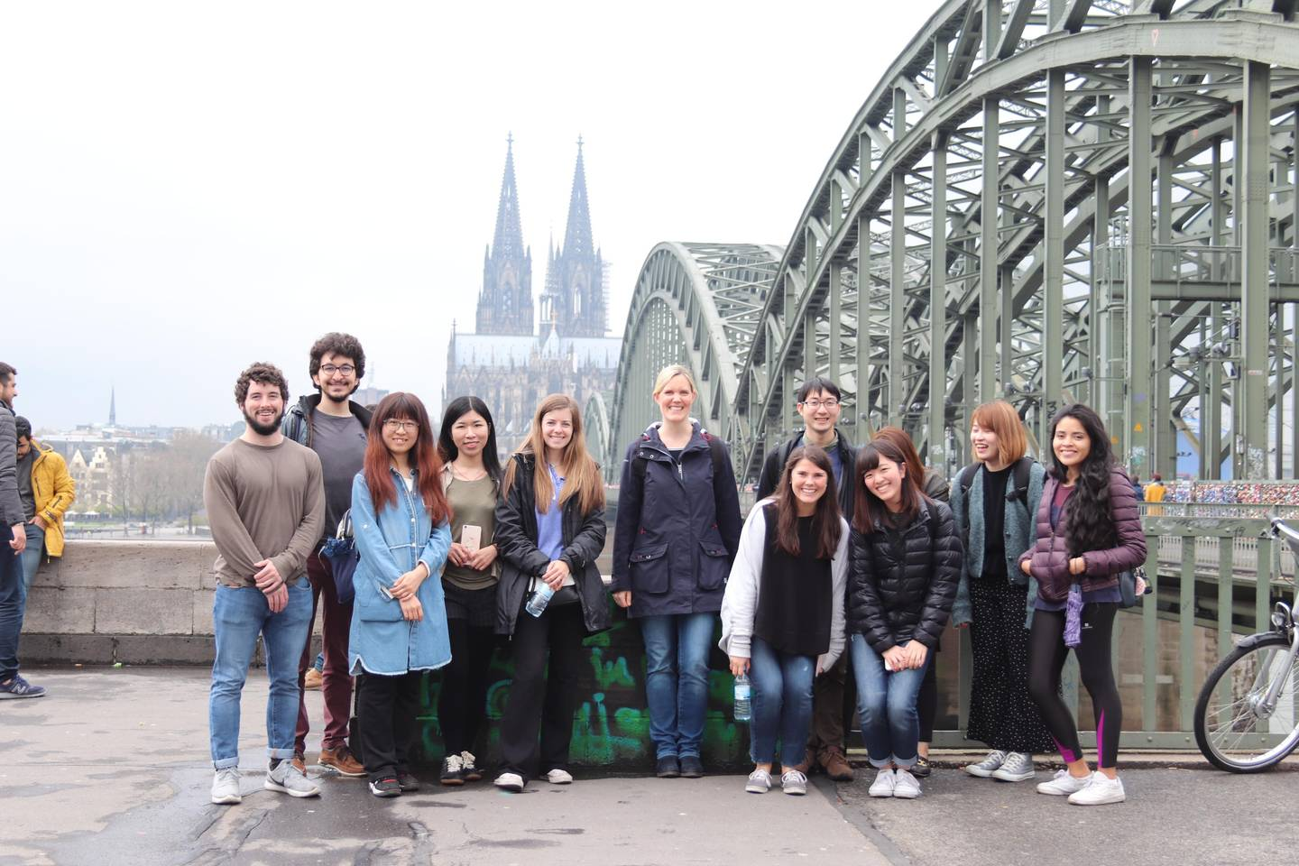 Group picture in front of the Hohenzollern bridge an the cologne cathedral in the background