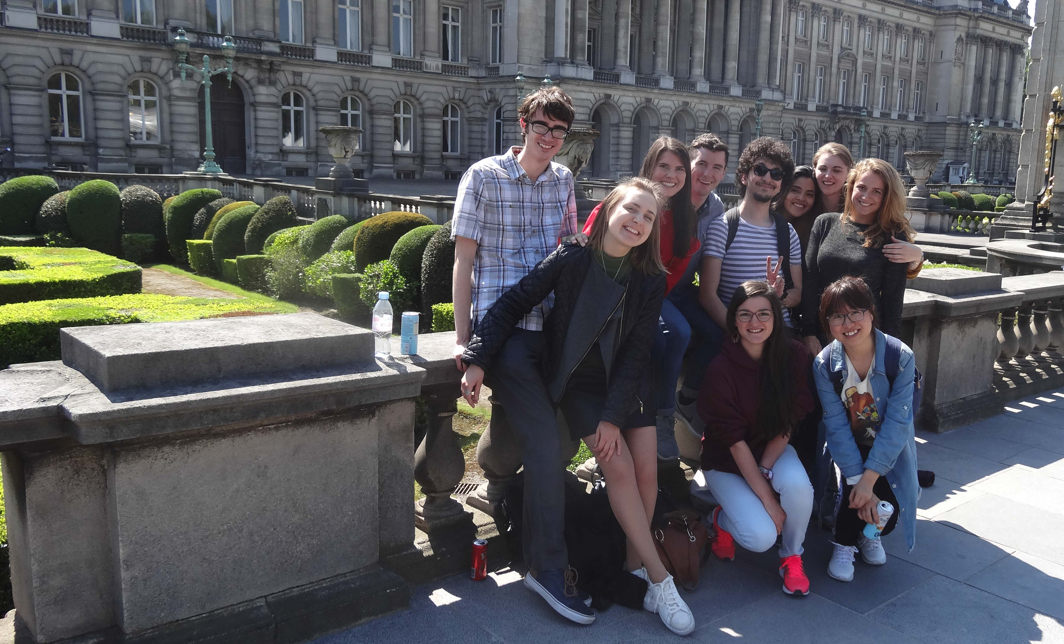 Group picture in front of the Royal Palace of Brussels.