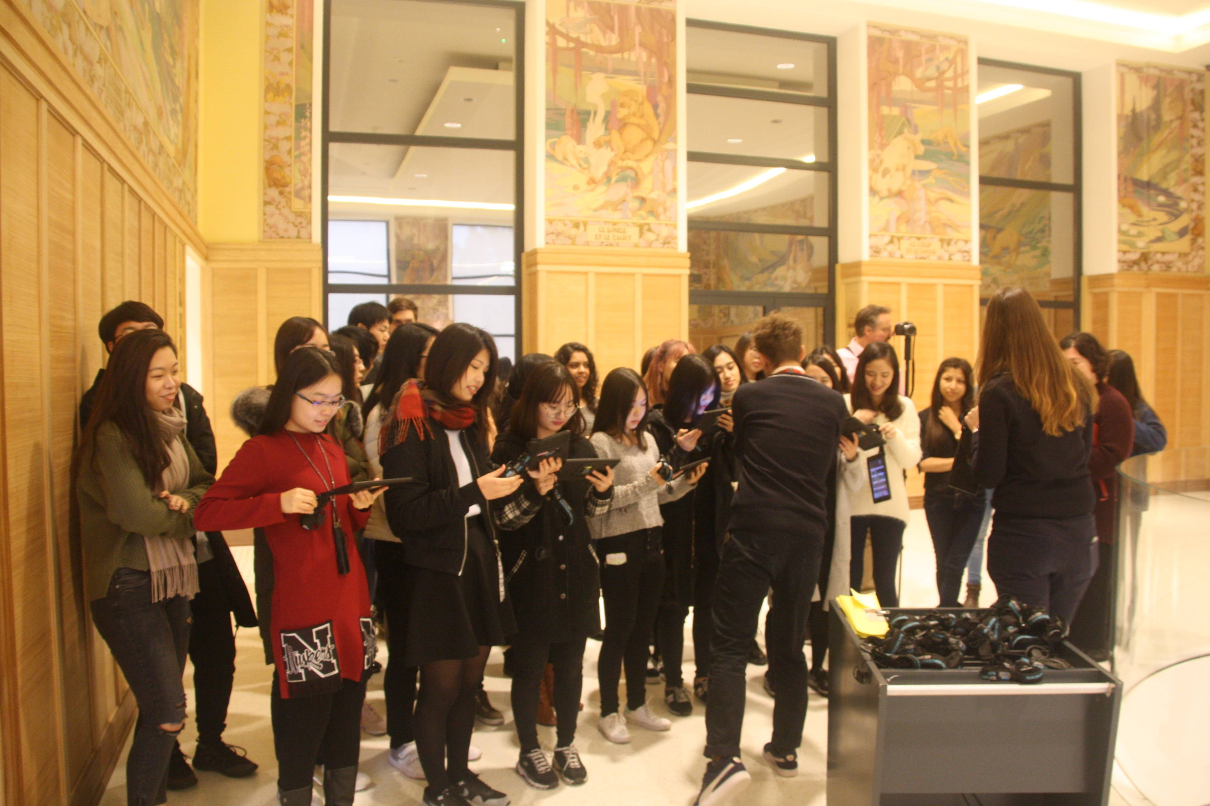 Students during an Interactive tour of the museum (The House of European History)